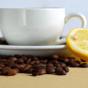 القهوة و الليمون : هل هو مزيج جيد؟